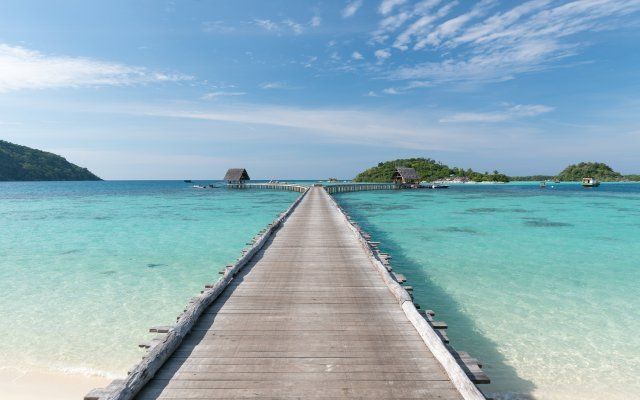 The long jetty at Bawah Reserve (Image courtesy of Bawah Reserve)